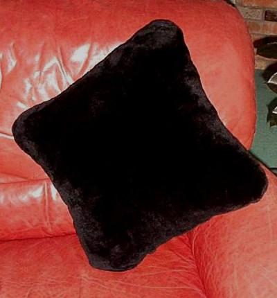 BLACK DYED SHEARED BEAVER FUR PILLOW