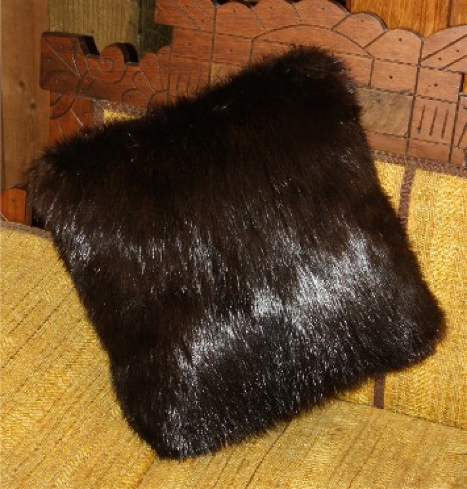 Glacier Wear Natural Black Beaver Fur Pillows For Sale